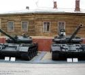 Танки Т-62М и Т-80БВ