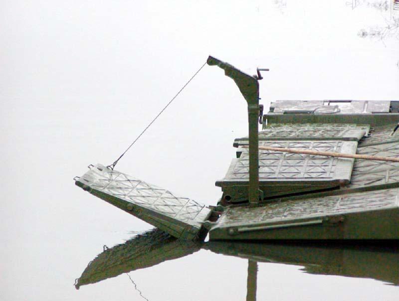 Универсальное береговое звено парка ПП-2005, складывание сходней