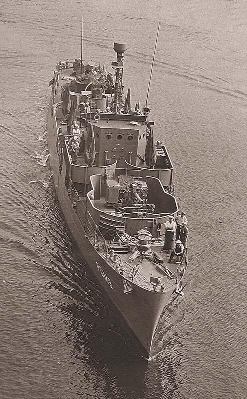 60-мм миномет на палубе канонерской лодки PGM-9. Миномет закреплен на опорной платформе Mk.1