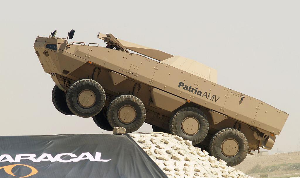 Шасси Patria AMV обладает высокой подвижностью. Обращают внимание большие динамические хода колес