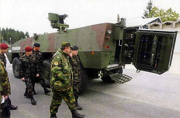 Вариант БТР на шасси Patria AMV для армии Словении с измененной кон¬струкцией кормовой двери