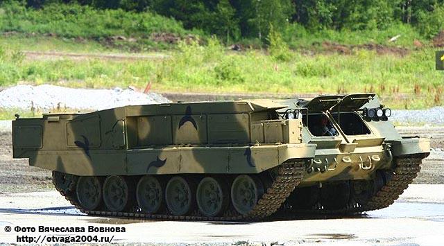 Новая ходовая часть из элементов шасси танка Т-90 в новом легкобронном корпусе Э300