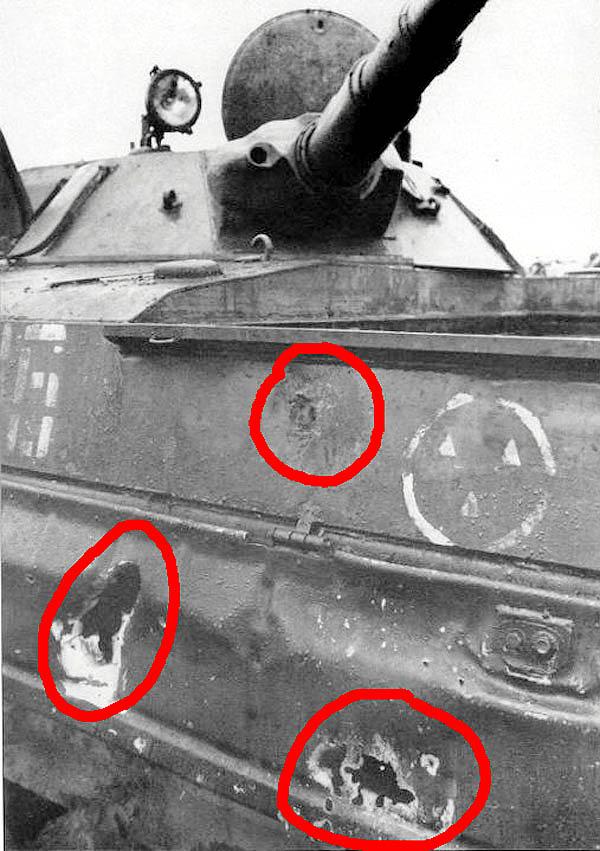 Рис. 8. Три попадания кумулятивных выстрелов РПГ в БМП. Несмотря на плотную группировку пробоин, проломов не наблюдается. Источник: [13]