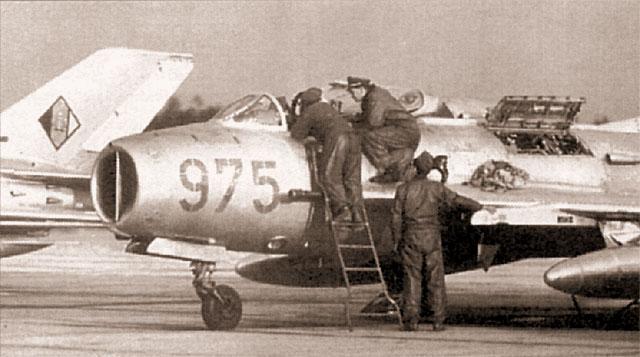МиГ-19С из 3-й истребительной эскадры ВВС Национальной народной армии ГДР на аэродроме Прешен