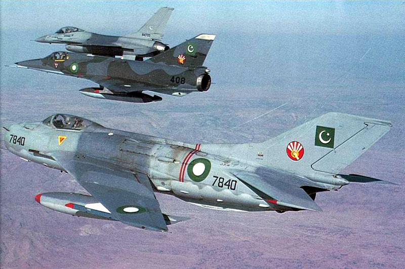 Пакистанские истребители F-6P, «Мираж» и F-16 в совместном полете