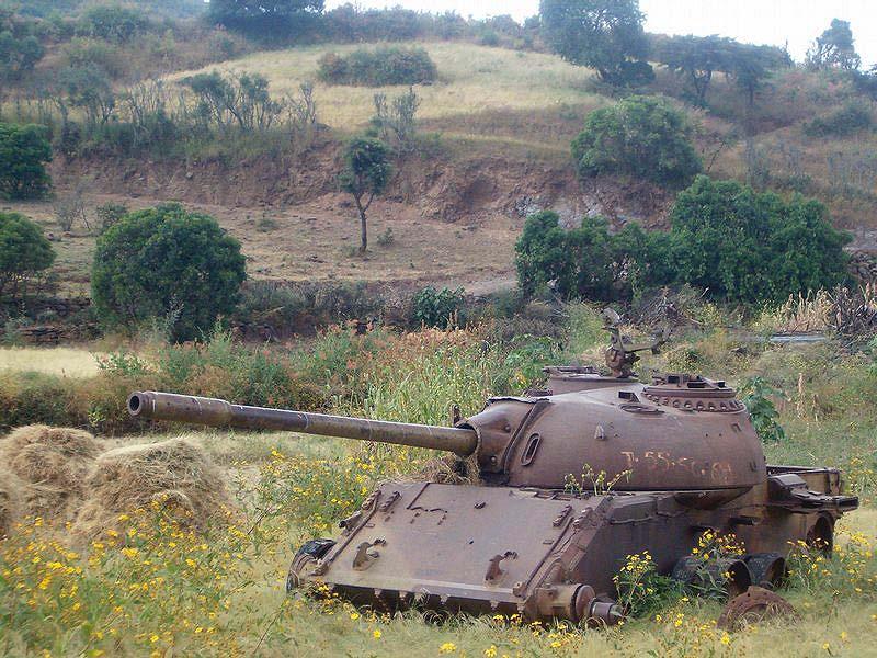 Подбитый эфиопский Т-54. Современный снимок