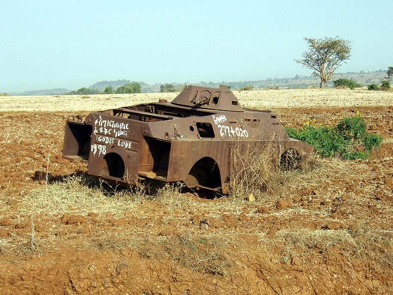 Брошенная на месте боев БРДМ-2 (современный снимок)