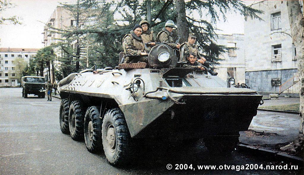 БТР-70 у штаба российских миротворцев в Гали