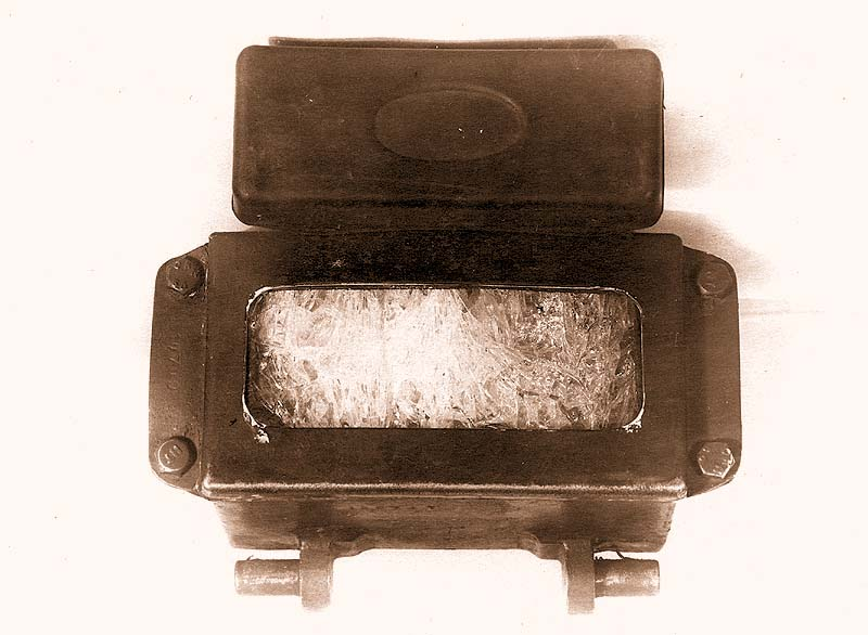 Общий вид разрушения смотрового прибора триплекс с внутренней стороны