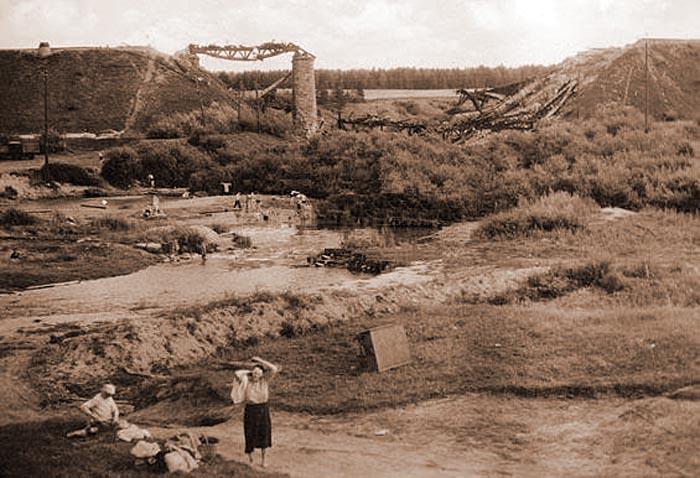 Взорванный железнодорожный мост через реку Адров в направлении Орша–Могилёв. 1941 год
