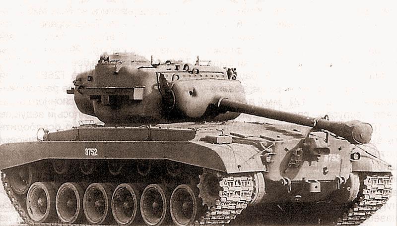 Первый серийный танк Т26Е3. Эта машина оснащена гусеницей Т81, в то время как большинство танков более позднего выпуска имели гусеницу Т80Е1