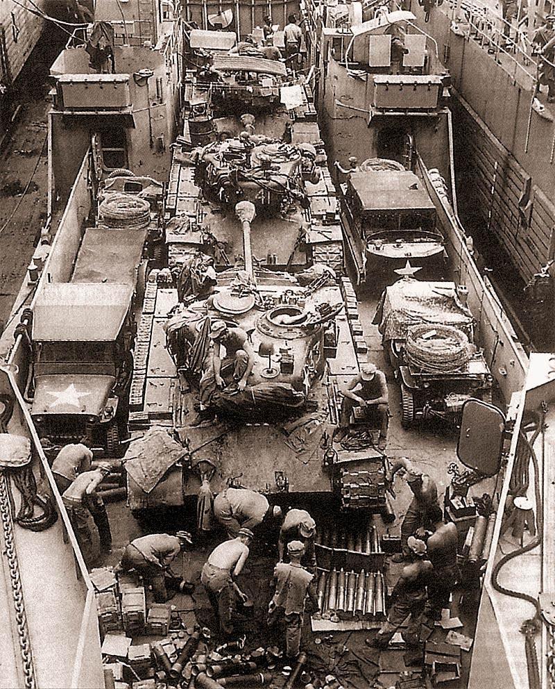 Танки М26 1-й сводной бригады морской пехоты на палубе десантного корабля LCT. В начале сентября 1950 г. бригаду сняли с позиций Пусанского периметра обороны и стали готовить к высадке у Инчхона