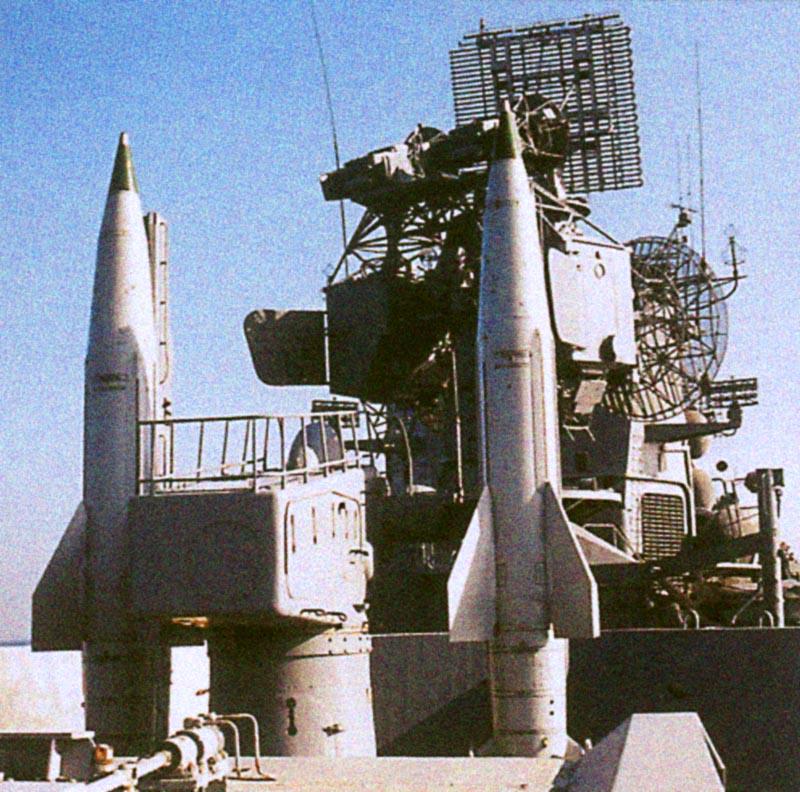 Пусковая установка ЗРК М-11 «Шторм» с двумя ракетами В-611