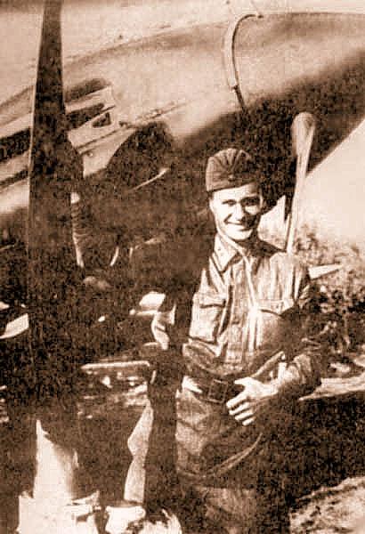 А.Н. Катрич возле своего МиГ-3. июль 1941 г.
