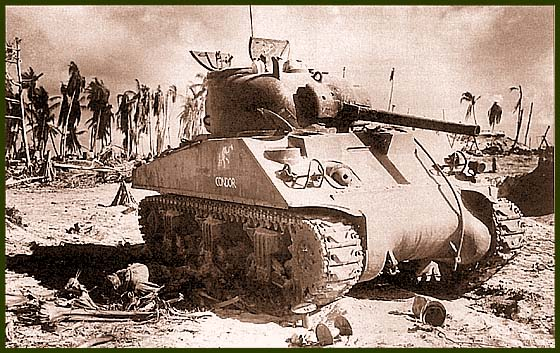 ТанкМ4А2 из состава роты «С» 1-го танкового батальона Корпуса морской пехоты США после одного из боев наТараве. Острова Гилберта, ноябрь 1943 года. На борту танка видно его собственное имя «Condor» и эмблема батальона – слон с поднятым хоботом