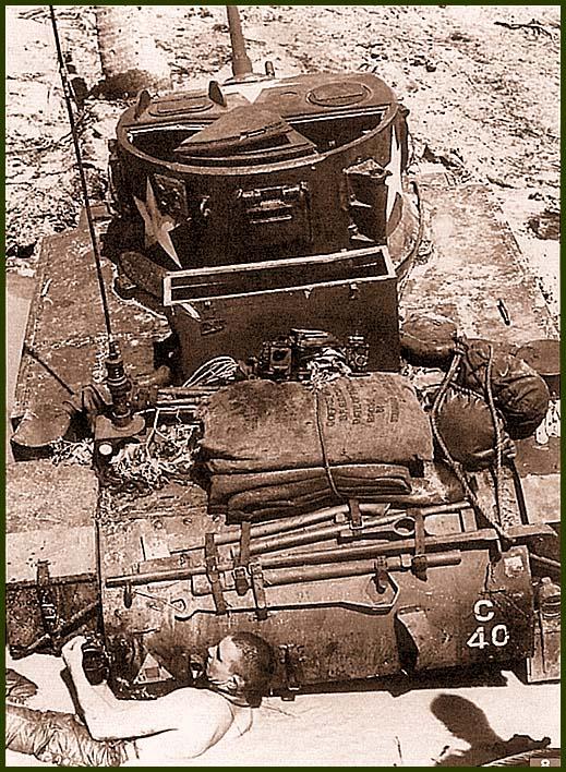 Танк М3А1 роты «С» 193-го танкового батальона, застрявший на японском противотанковом препятствии. Остров Макин, 20 ноября 1943 года