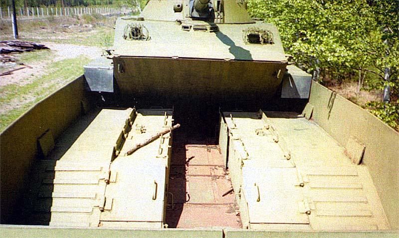 Для схода ПТ-76 с платформы использовались специальные аппарели