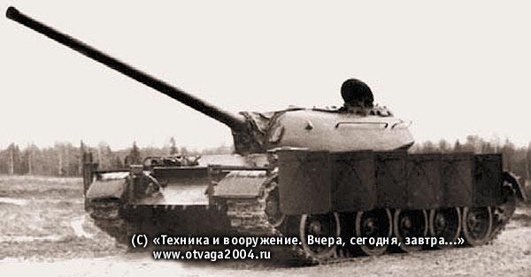 Танк Т-54 с секционными экранами из сплошного стального листа (секции установлены в боевое положение)