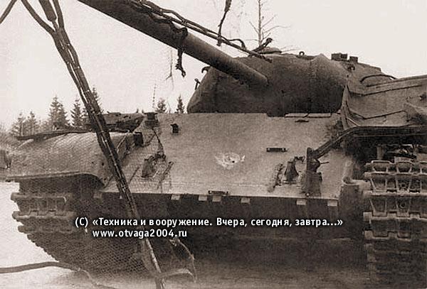 Разрушение сетчатого лобового экрана ЗЭТ-1, установленного на танке Т-54, после обстрела