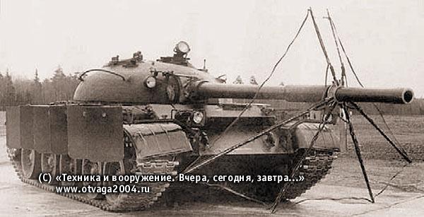 Танк Т-62, оборудованный комплексной противокумулятивной экранной защитой ЗЭТ-1