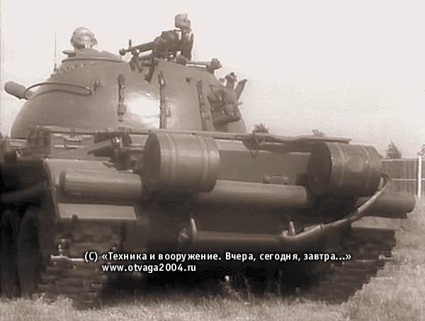 Установка дымовых шашек БДШ-5 на корме танка Т-54