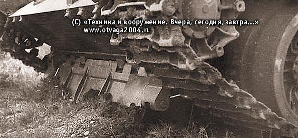 Один из вариантов установки отвала встроенного оборудования для самоокапывания на танке Т-55