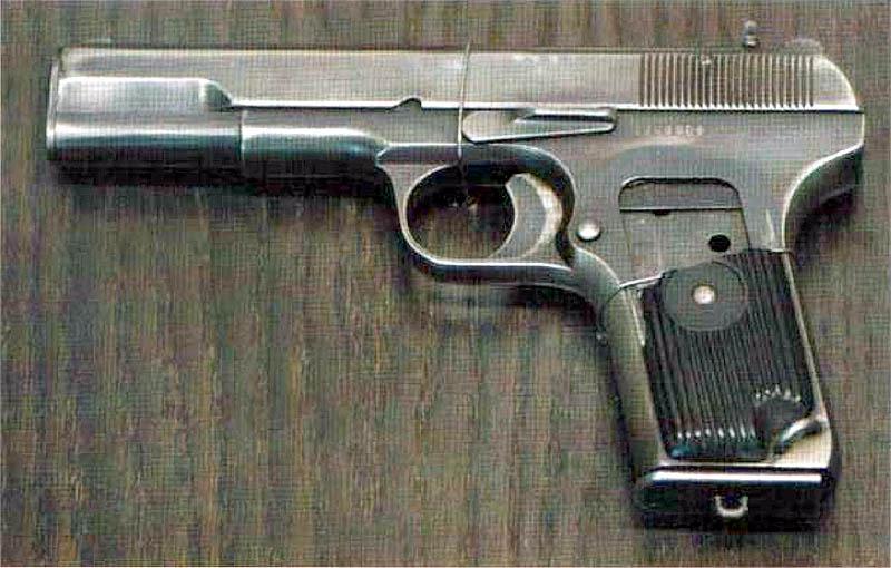 Трофейный китайский пистолет «модель 51». Калибр 7,62 мм, вес 0.85 кг, емкость магазина 8 патр.
