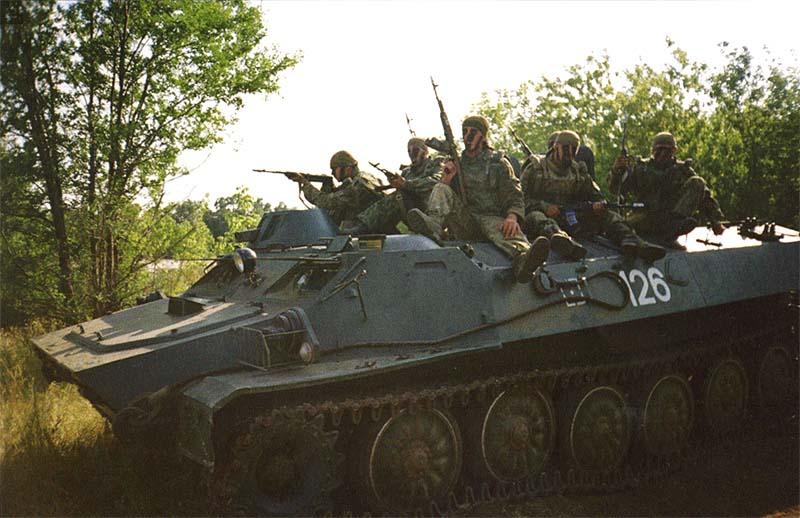 МТ-ЛБ на занятиях по боевой подготовке. 27 мсд, п. Тоцкое Оренбургской области, июль 2003 г.