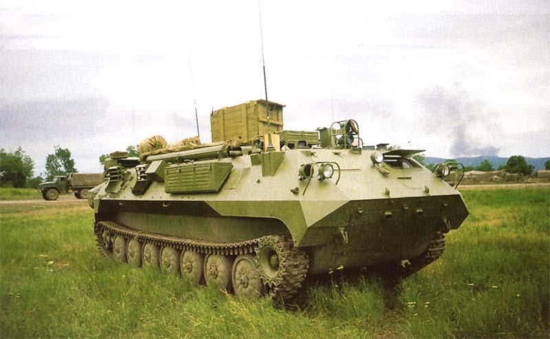 Одна из командно-штабных машин управления 42 мсд в развернутом, «рабочем» виде. Чечня, Ханкала, июнь 2000 г.