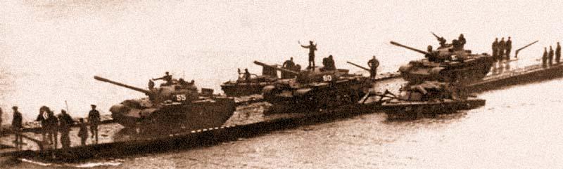 Переправа танков на челночном пароме
