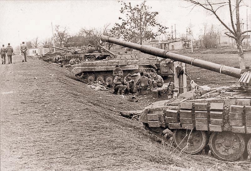 Боевые позиции 324 мсп у племенного хозяйства в момент блокирования дороги на Грозный. Командованием федеральных войск на третьем этапе штурма чеченской столицы предусматривался полный контроль над городом с юга. Февраль 1995 г.