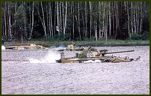 БМП-3 прекрасно себя чувствует и на суше и в воде!