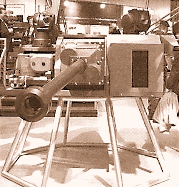 Опытный образец британской БМП «Уорриор» с 40-мм автоматической пушкой (фото пушки снизу)