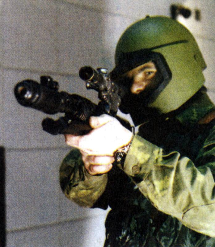 Опыт боевого применения СВУ-АС выявил большое количество претензий к этому оружию. Но одно преимущество перед СВД неоспоримо – почти отсутствует демаскирующее пламя при выстреле, которое особенно заметно ночью