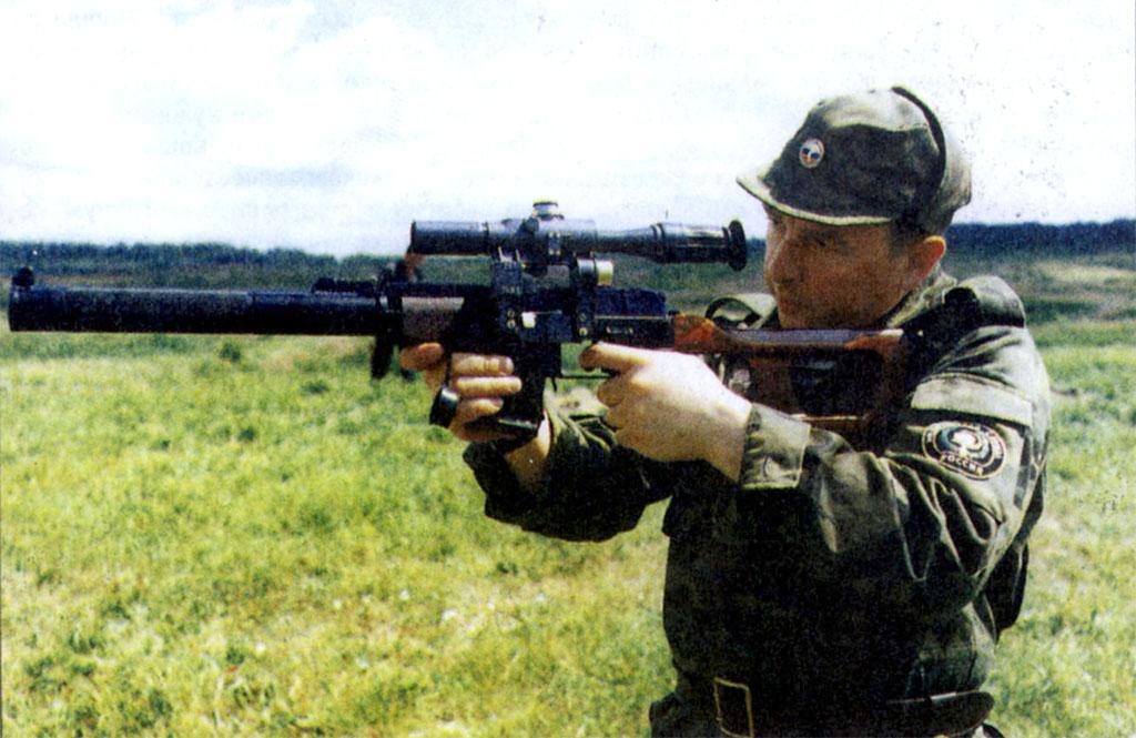 По сравнению с автоматом Калашникова, снабженным прибором для бесшумной и беспламенной стрельбы, «Винторез» вызывает восхищение