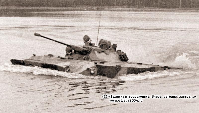 Боевая машина десанта БМД-3 на плаву