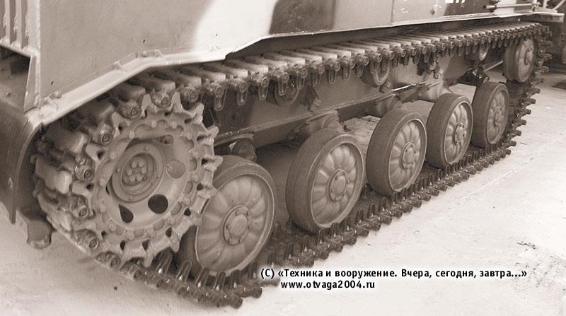 Ходовая часть БМД-3 (правый борт). На траки гусениц установлены асфальтоходные башмаки