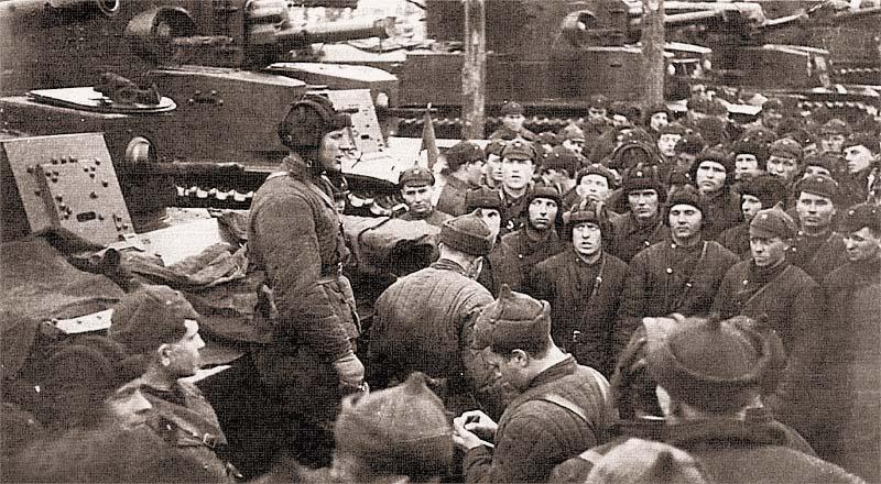 Первый день войны: танкисты 20-й тяжелой танковой бригады получают боевую задачу. 30 ноября 1939 г.