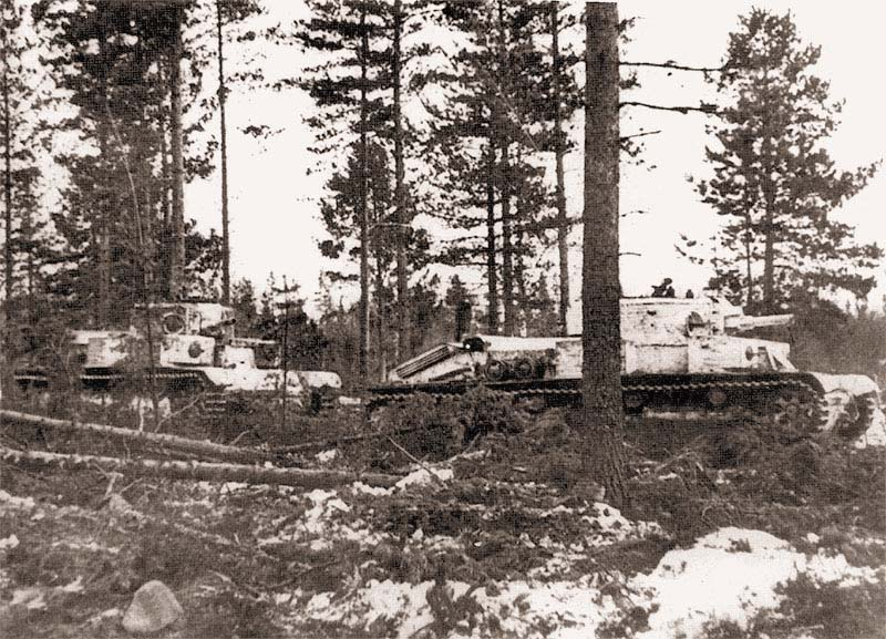 Танки 90-го танкового батальона выдвигаются на боевые позиции. Район Хоттинен, декабрь 1939 г.
