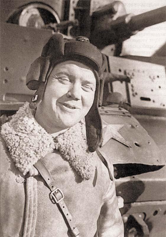 Герой Советского Союза военный комиссар 90-го танкового батальона старший политрук Брагин. Февраль 1040 г.