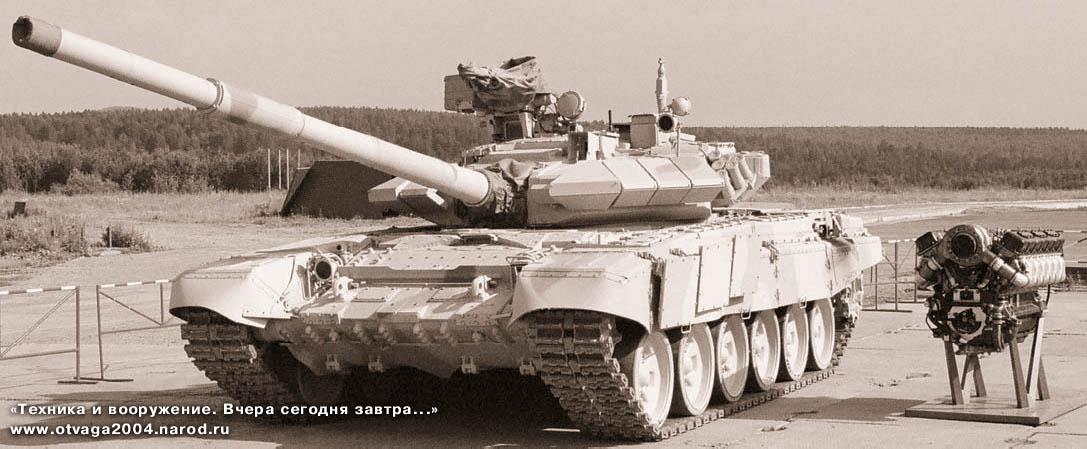 Т-90С «Бишма» со сварной башней. Именно такие машины в настоящее время составляют основу танковых войск Индии. Справа «сердце» танка — турбодизель В-92С2. Июль 2002 г.