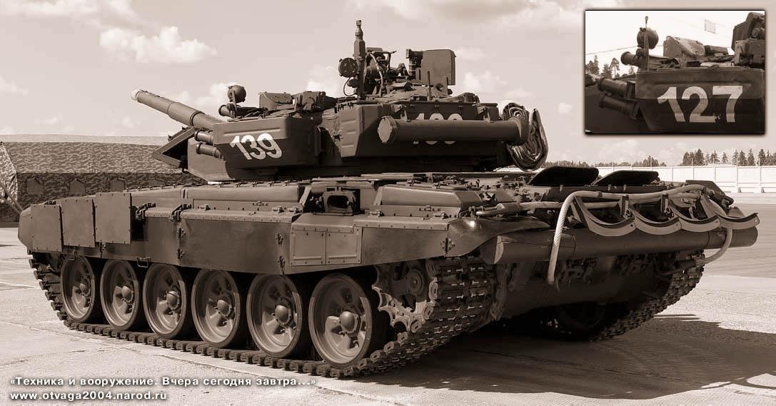 Танк Т-90А выпуска 2005 г. Заметно отличие бронировки прицела «Буран-М» от машин, изготовленных в 2004 г. (на врезке)