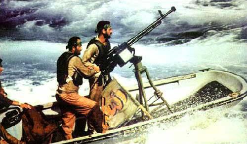 Иранская моторная лодка, вооруженная крупнокалиберным пулемётом (копия советского ДШКМ). Иран активно использовал такой «москитный флот» во время войны