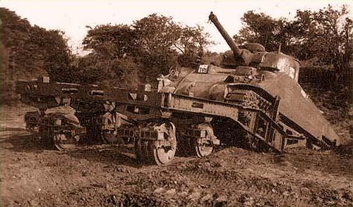 Катковый трал AMRCR установленный на танк М4