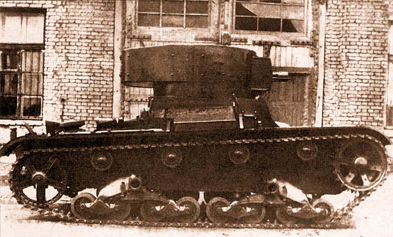 Танк XT-130 во дворе завода № 174 им.Ворошилова