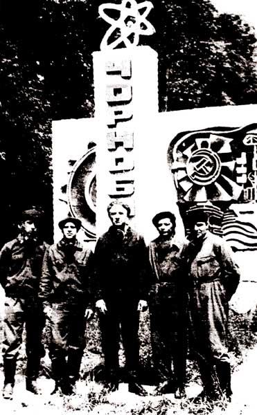 Кировцы в Чернобыле, второй слева – Г. Б. Жук. Июнь 1986 г.