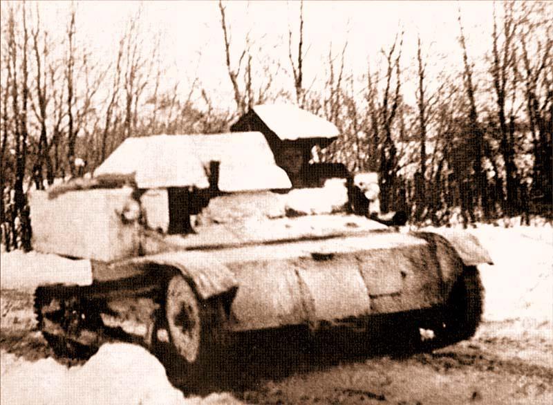Довольно редкий снимок времен «зимней войны» – танкетка Т-27 патрулирует дорогу. Полоса 14-й армии, март 1940 года