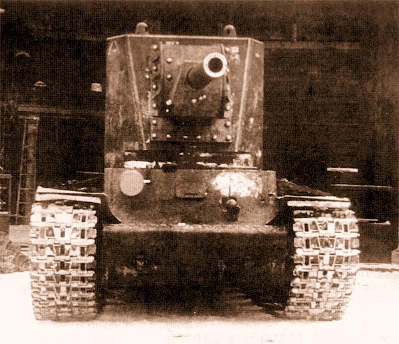 Первый образец танка КВ-2 перед отправкой на фронт. Ленинград, Кировский завод, 16 февраля 1940 года