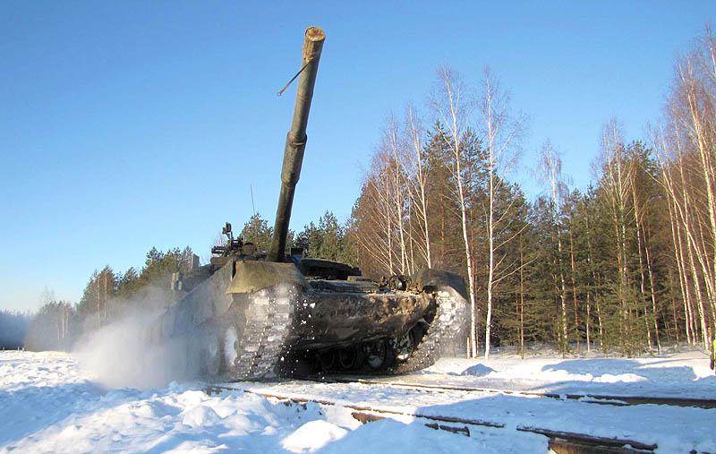 Вождение танков на танкодроме