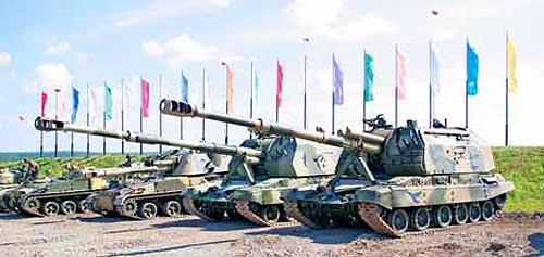 """Машины """"Уралтрансмаша"""" - слева направо: ГМЗ, """"Акация"""", """"Мста-155"""", """"Мста"""" 2С19М1"""
